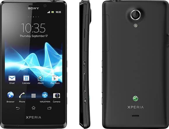 James Bond a smartphone Sony Xperia T ve filmu Skyfall.