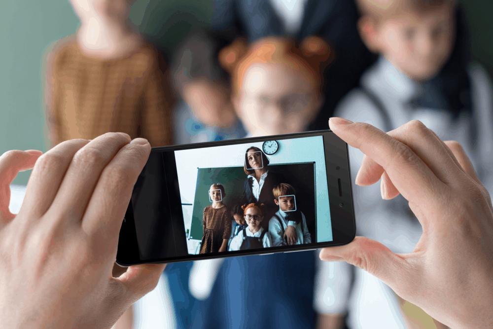 První smartphone: Honor