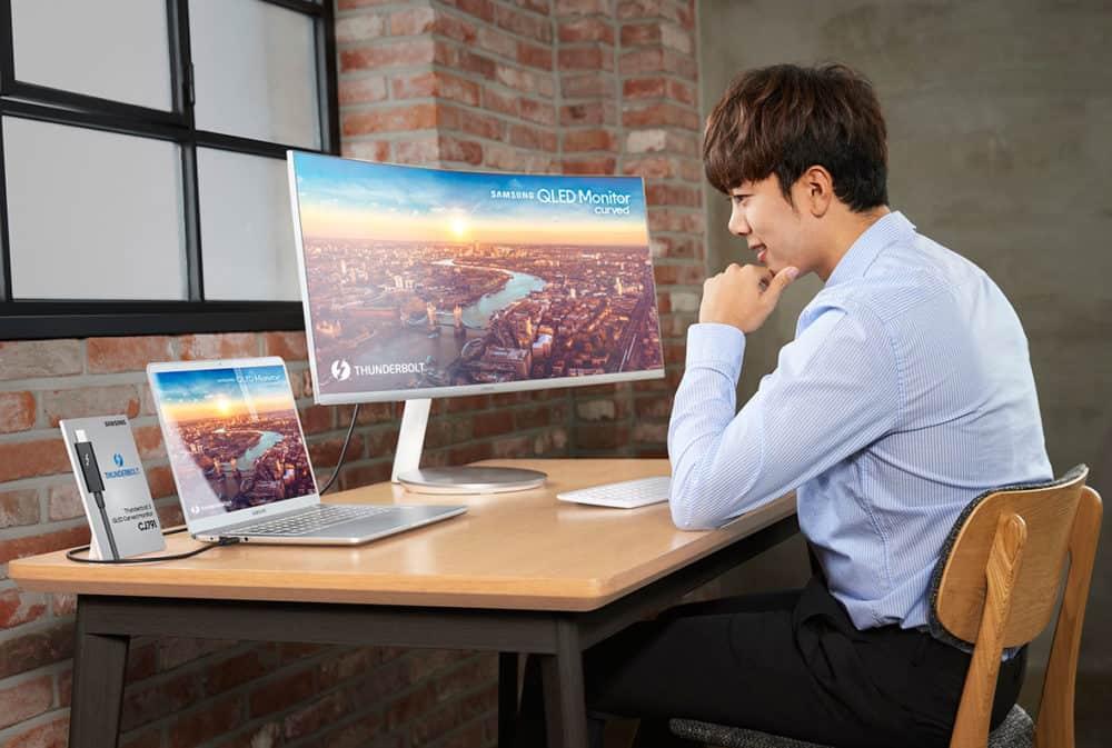 Samsung představil na veletrhu IFA 2018 první zakřivený QLED monitor na světě
