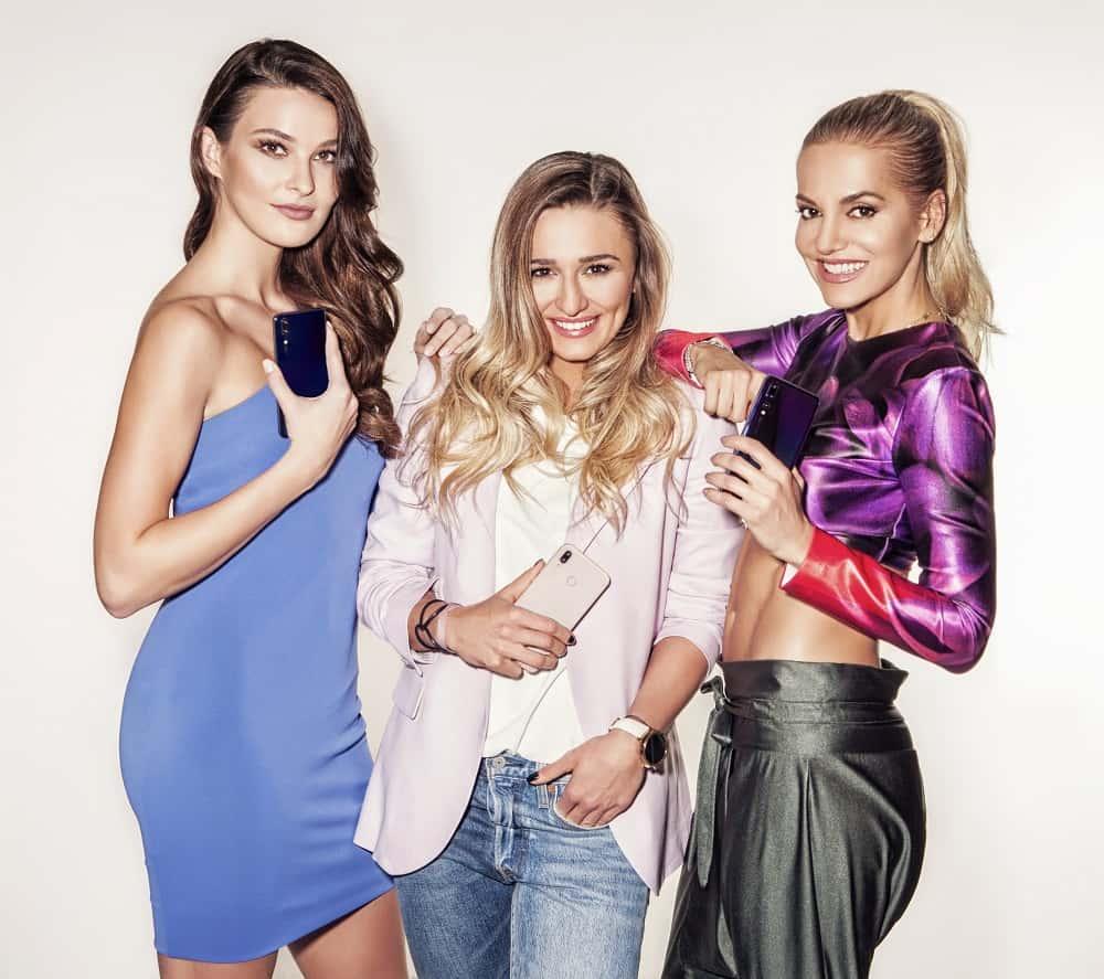 Dara Rolins, Švantnerová a Žideková sladily outfity s novinkami Huawei