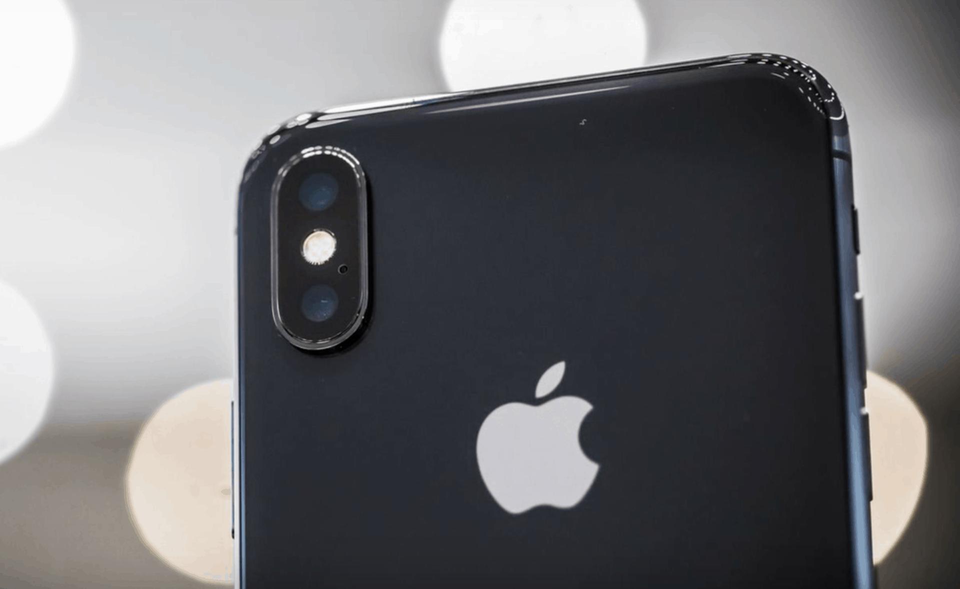 OLED panely nabídnou snad všechny nové iPhony. Apple diktuje trhu