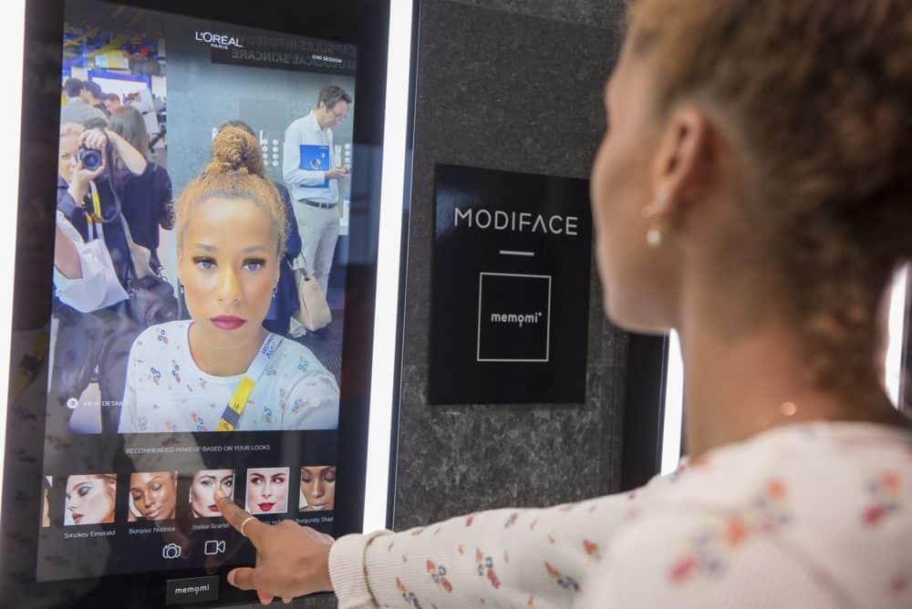 L'Oréal kombinuje technologie a kadeřníka: Viva Technology Paris 2018