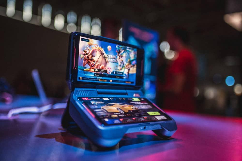 Herní notebook a nejvýkonnější smartphone na světě: Asus ROG Gamescom