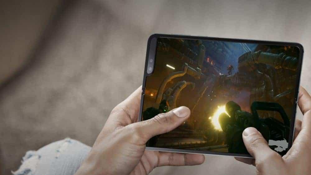 Samsung představil zcela novou kategorii mobilních zařízení: Galaxy Fold