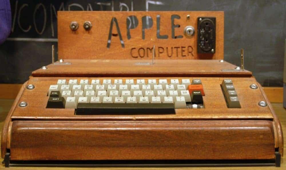 Z garáže na biliardovou firmu. Apple a jeho kouzelná historie