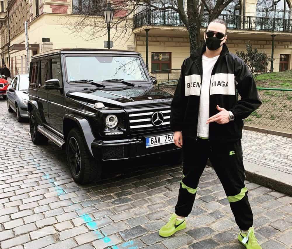 Ruský vloger mr.krapi s půjčeným autem na Instagramu