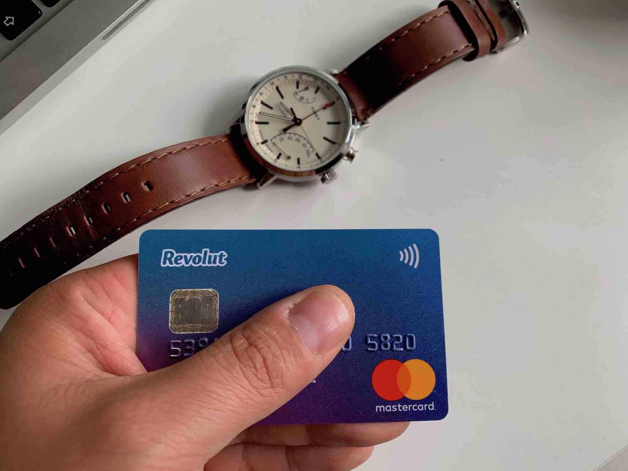 Online nebo pobočka? Co dělat, když vám skončila platnost platební karty