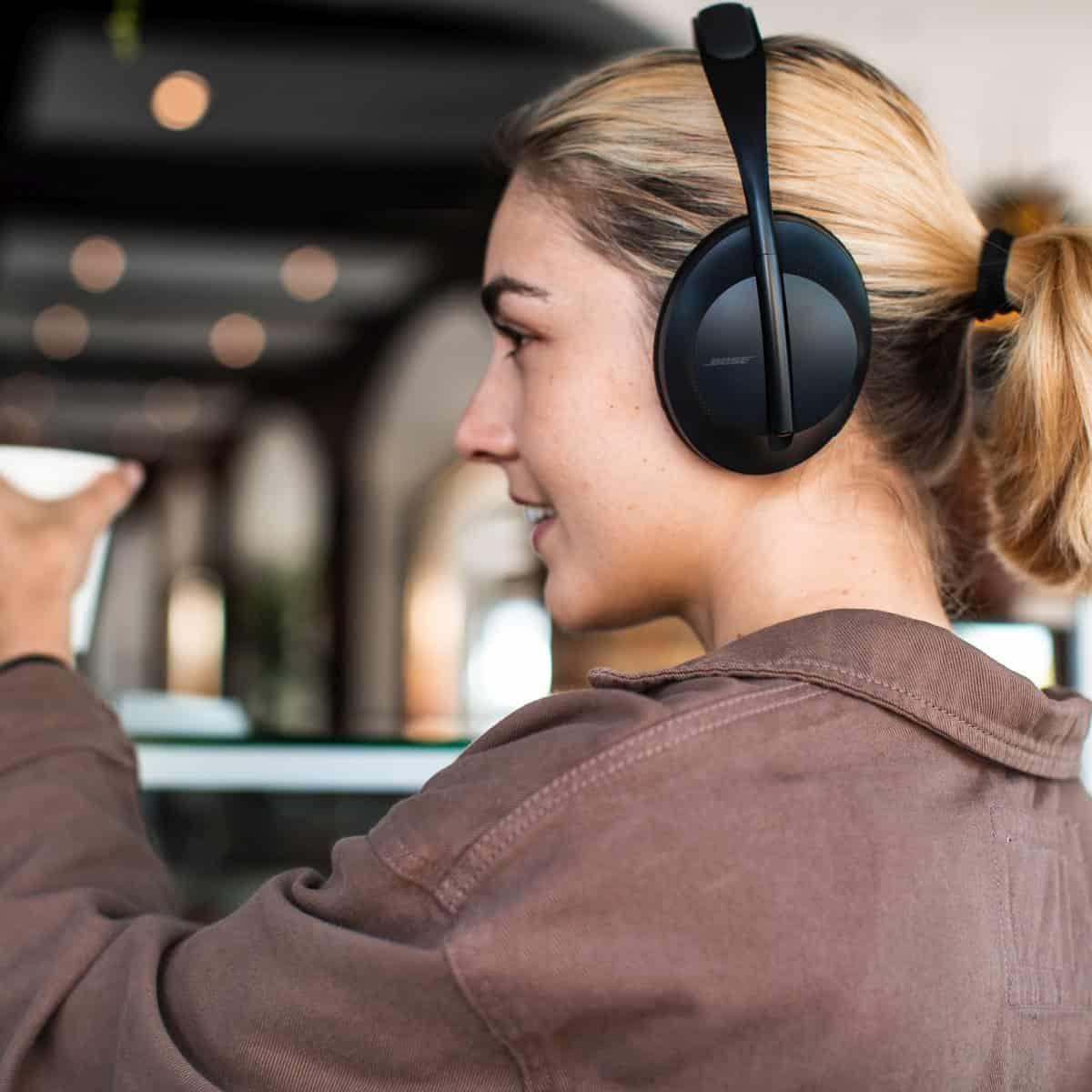Bose představila sluchátka Headphones 700 spotlačením okolních ruchů